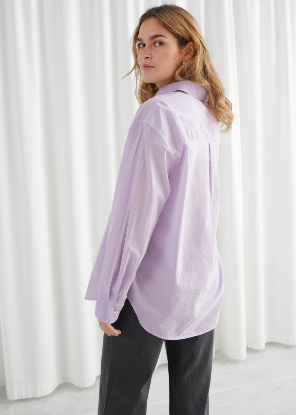 Model back image of Stories oversized organic cotton button up shirt in purple