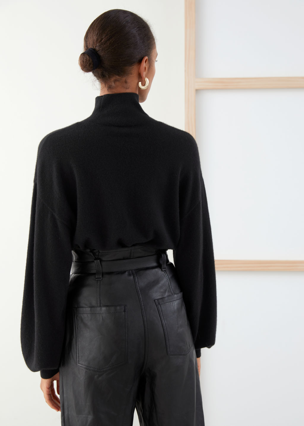 Model back image of Stories cashmere puff sleeve turtleneck in black