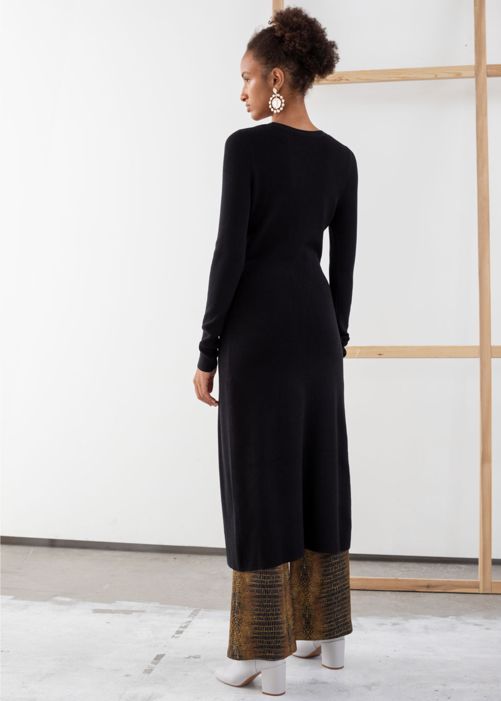 Model back image of Stories ribbed knit button up midi dress in black