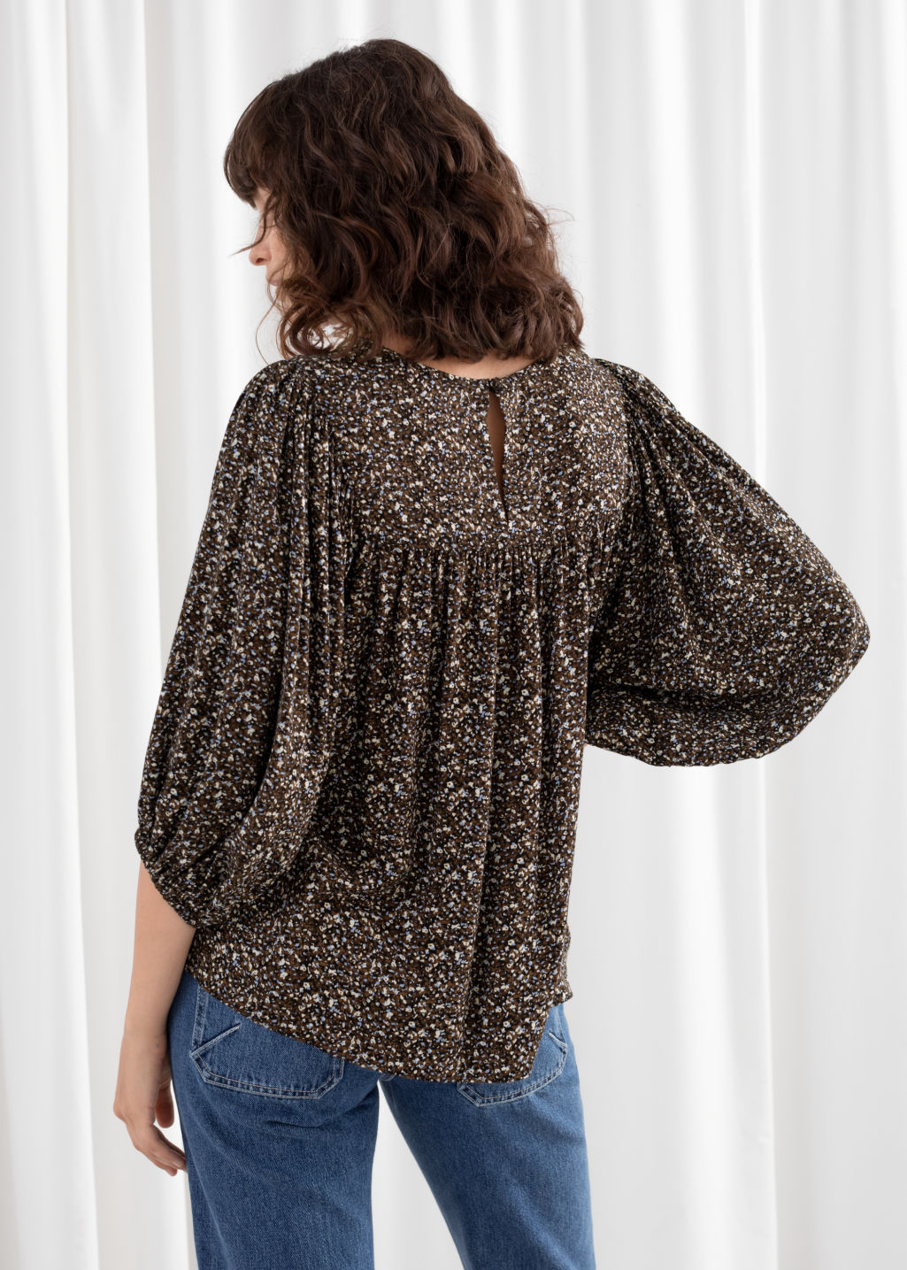 Model back image of Stories voluminous puff sleeve blouse in brown