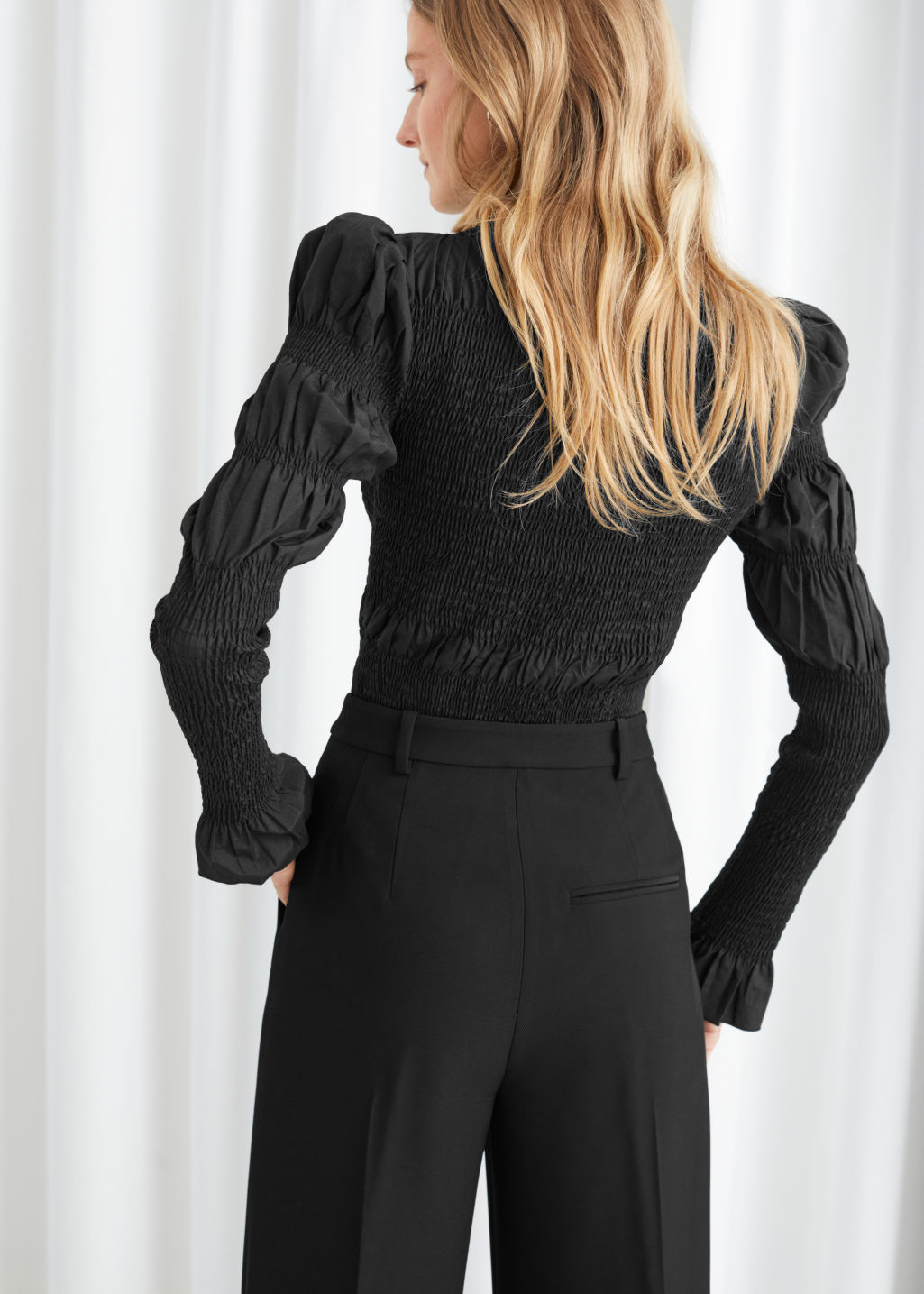 Model back image of Stories fitted smock panel blouse in black