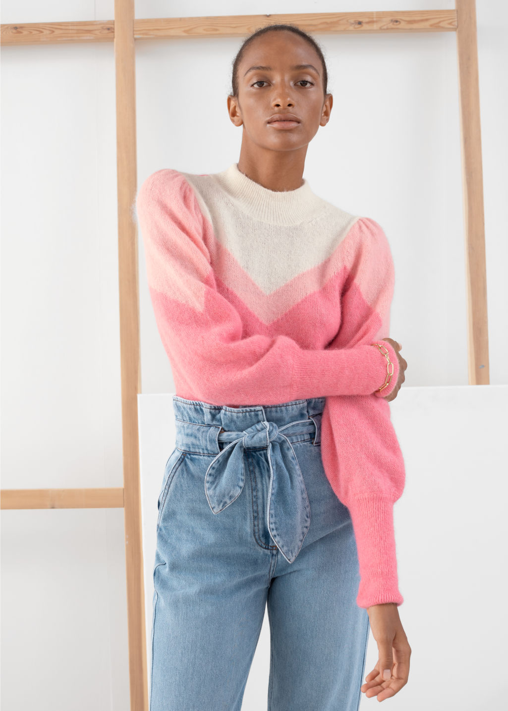 Model front image of Stories colour block puff sleeve sweater in pink