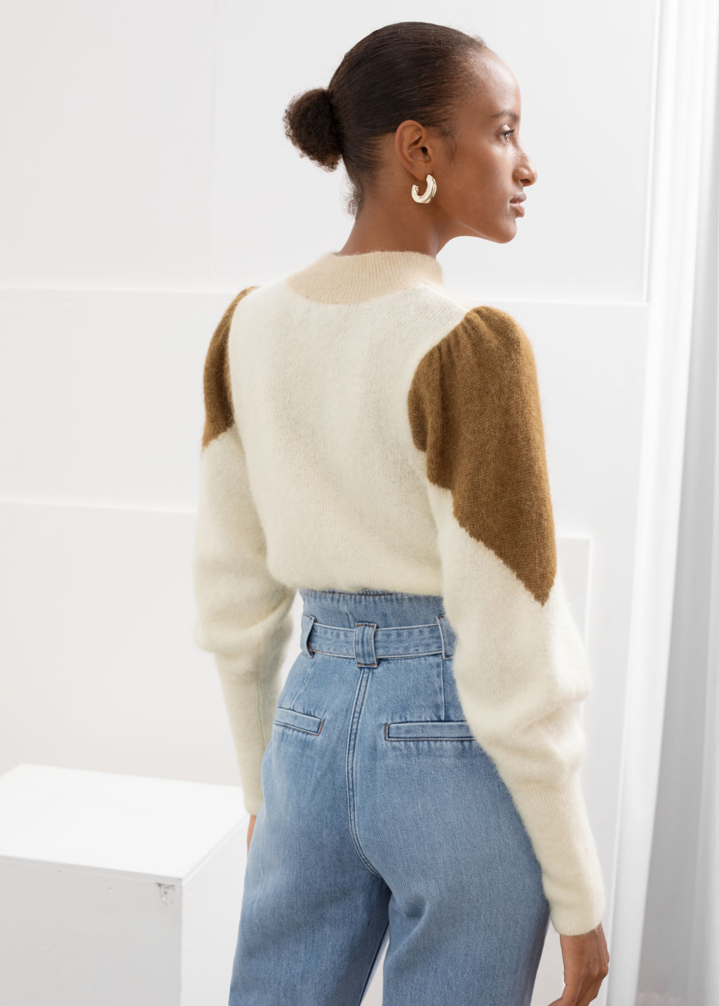 Model back image of Stories colour block puff sleeve sweater in white