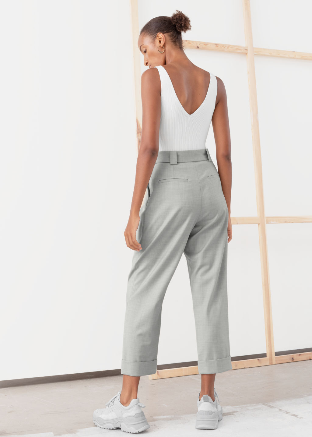 Model back image of Stories pleated square buckle belted trousers in brown