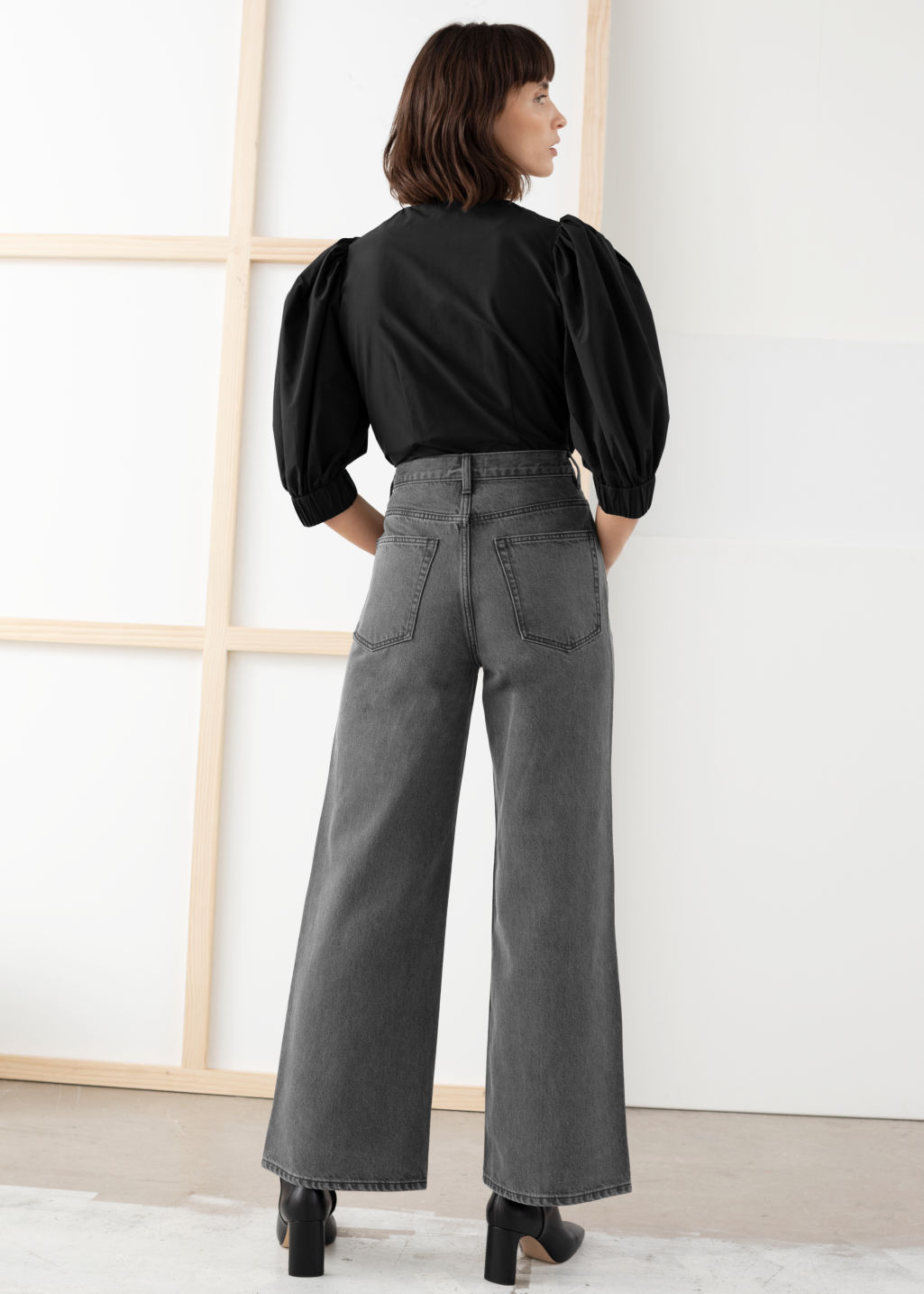 Model back image of Stories high rise flared jeans in black