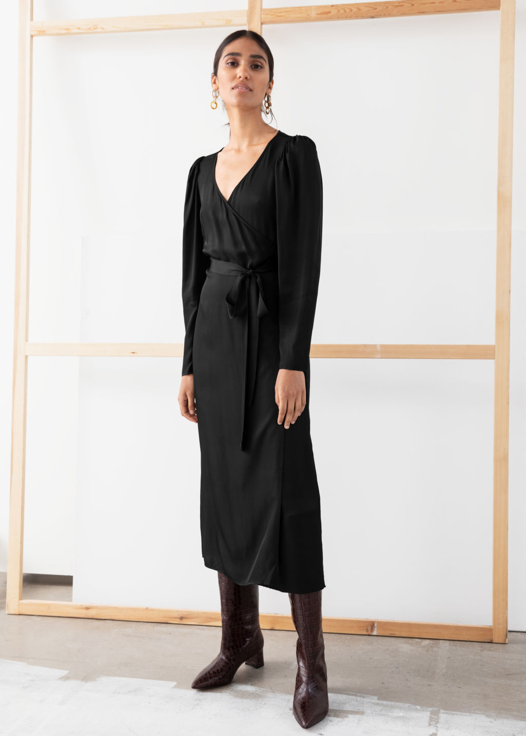 Model back image of Stories puff sleeve midi wrap dress in black