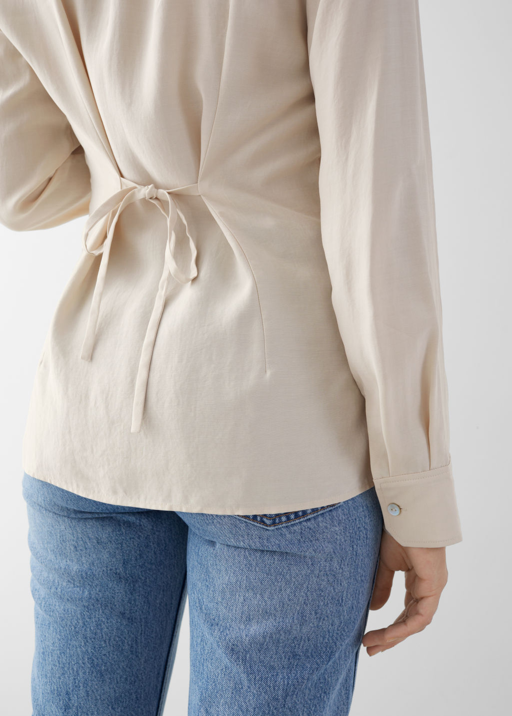 Model back image of Stories classic fit shell button shirt in beige