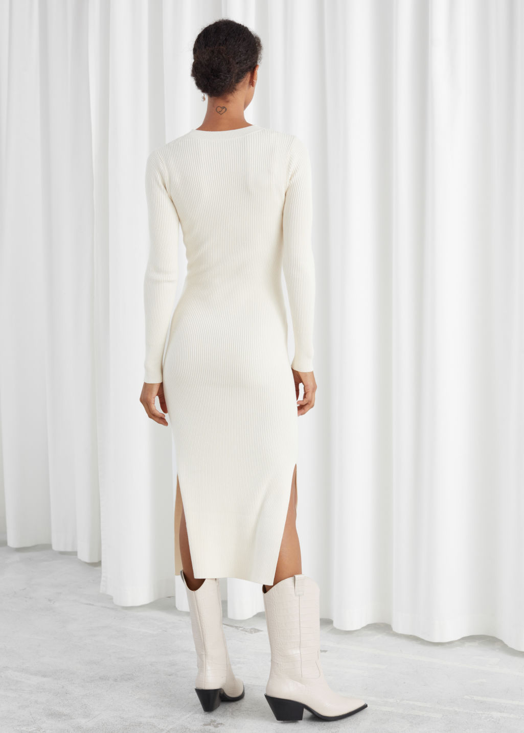 Model back image of Stories ribbed knot tie belted midi dress in white