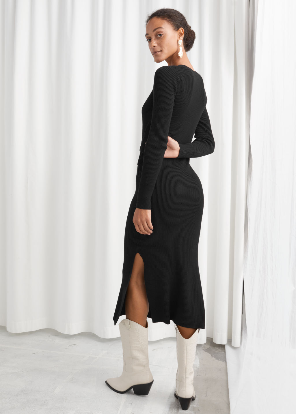 Model back image of Stories ribbed knot tie belted midi dress in black