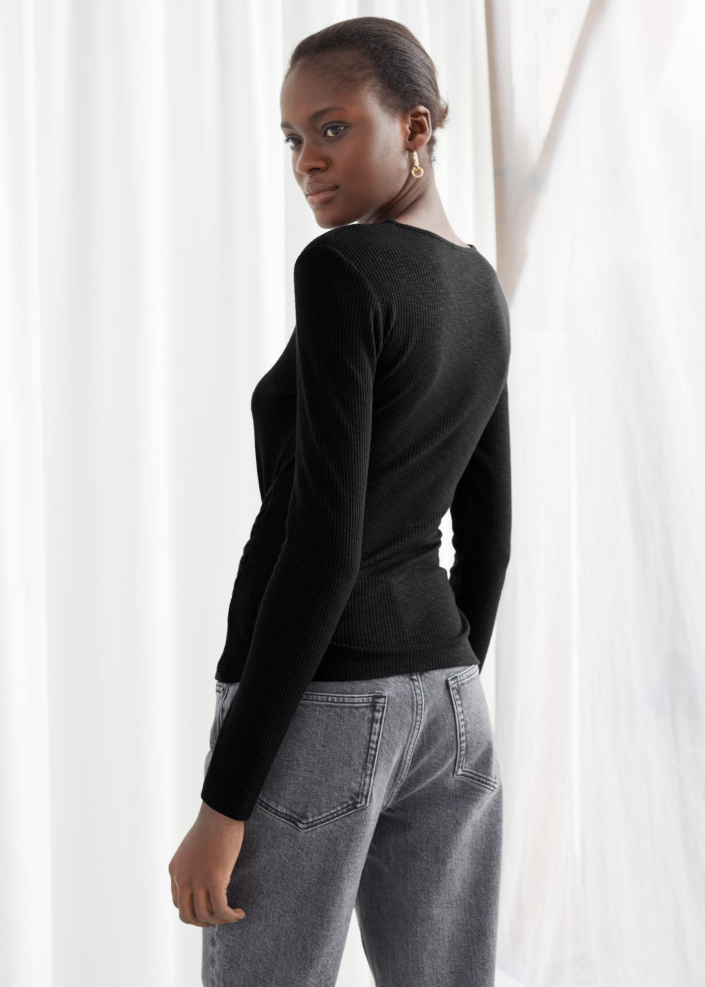 Model back image of Stories cropped tie bow top in black