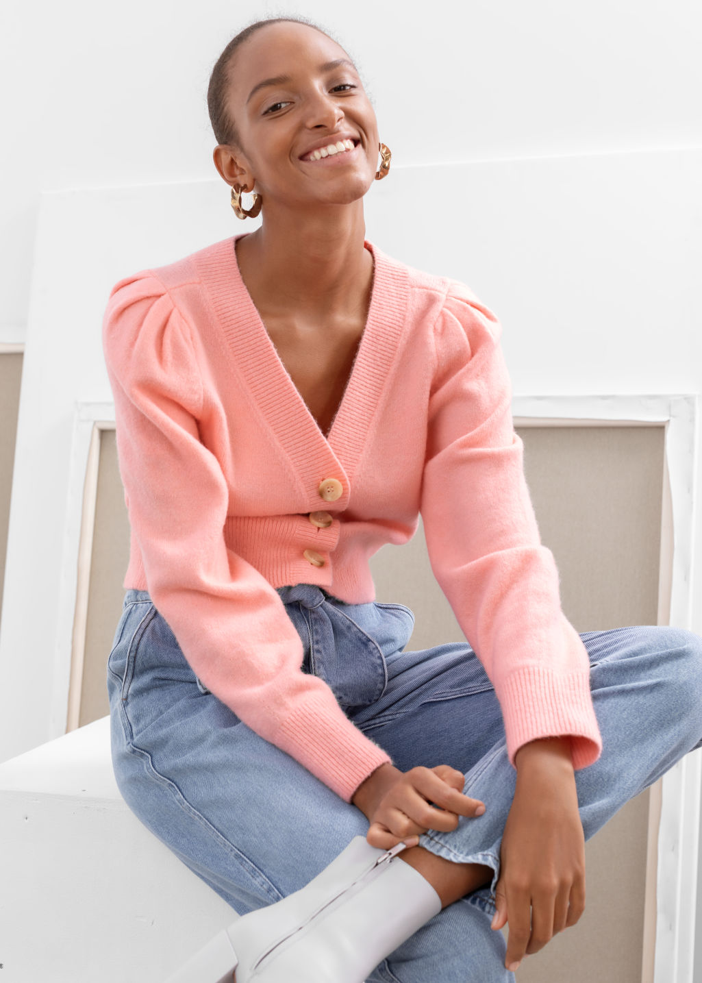 Model front image of Stories puff sleeve short cardigan in pink