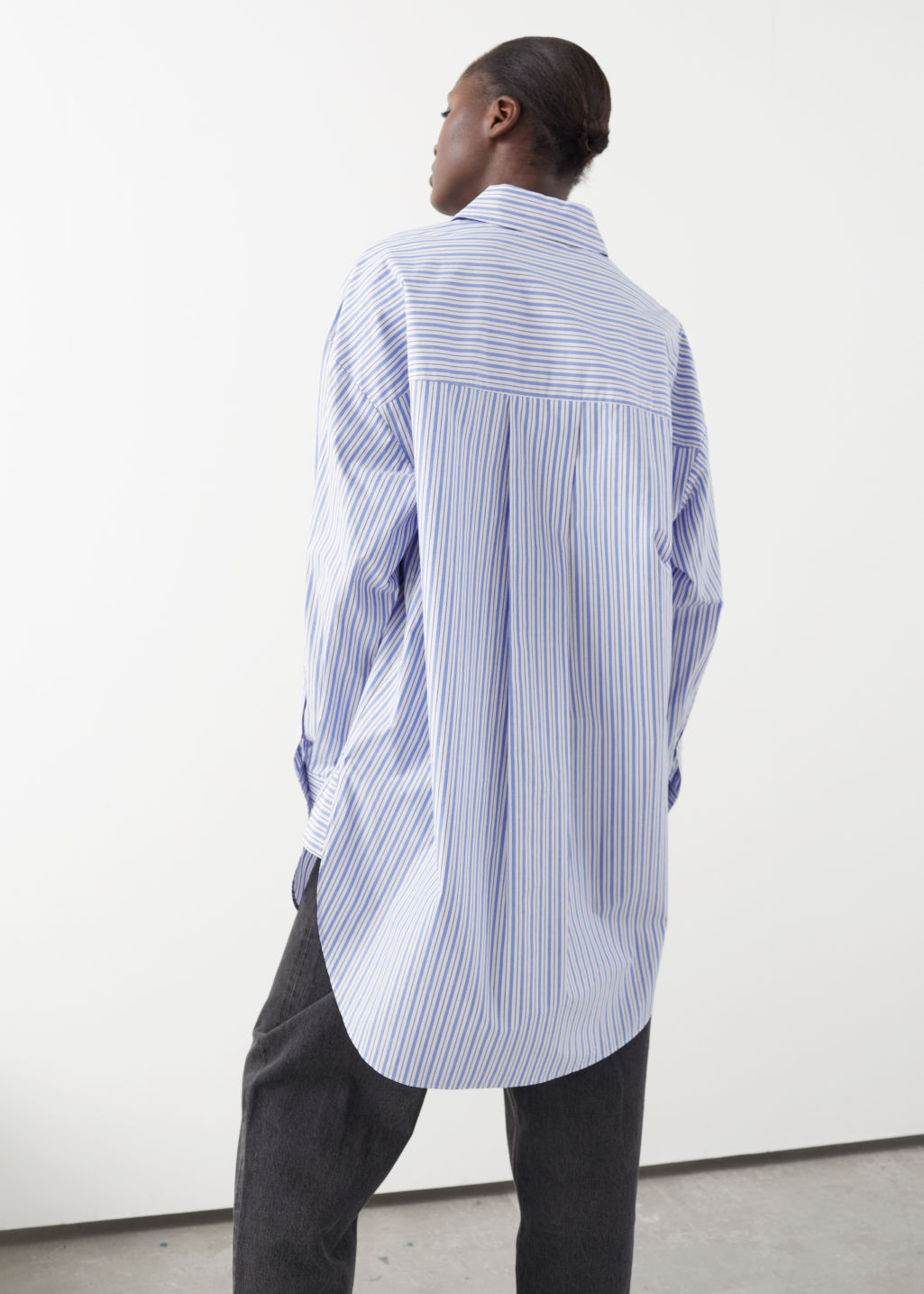 Model back image of Stories classic oversized cotton shirt in white