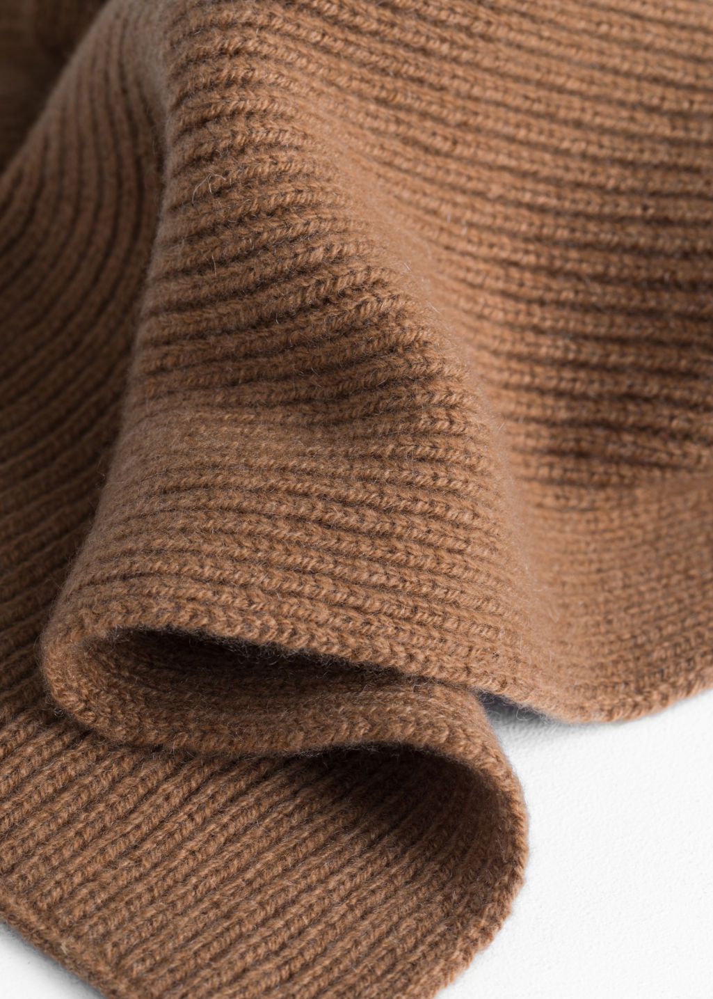 Back image of Stories ribbed cashmere scarf in beige