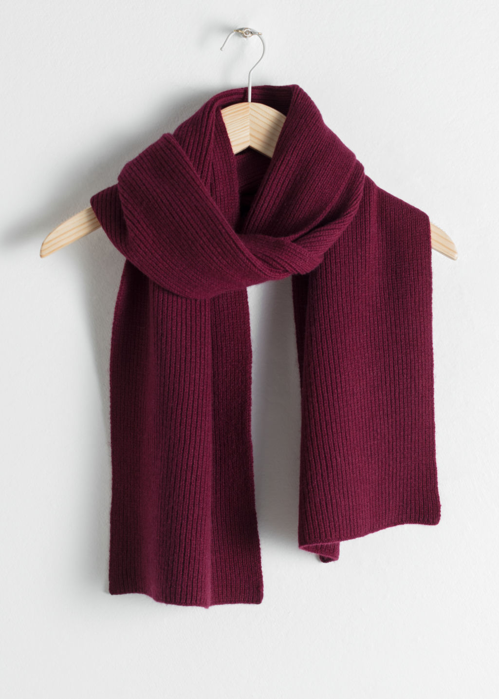 Front image of Stories ribbed cashmere scarf in red