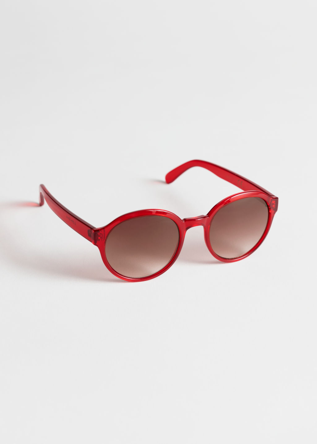 Front image of Stories round frame sunglasses in red