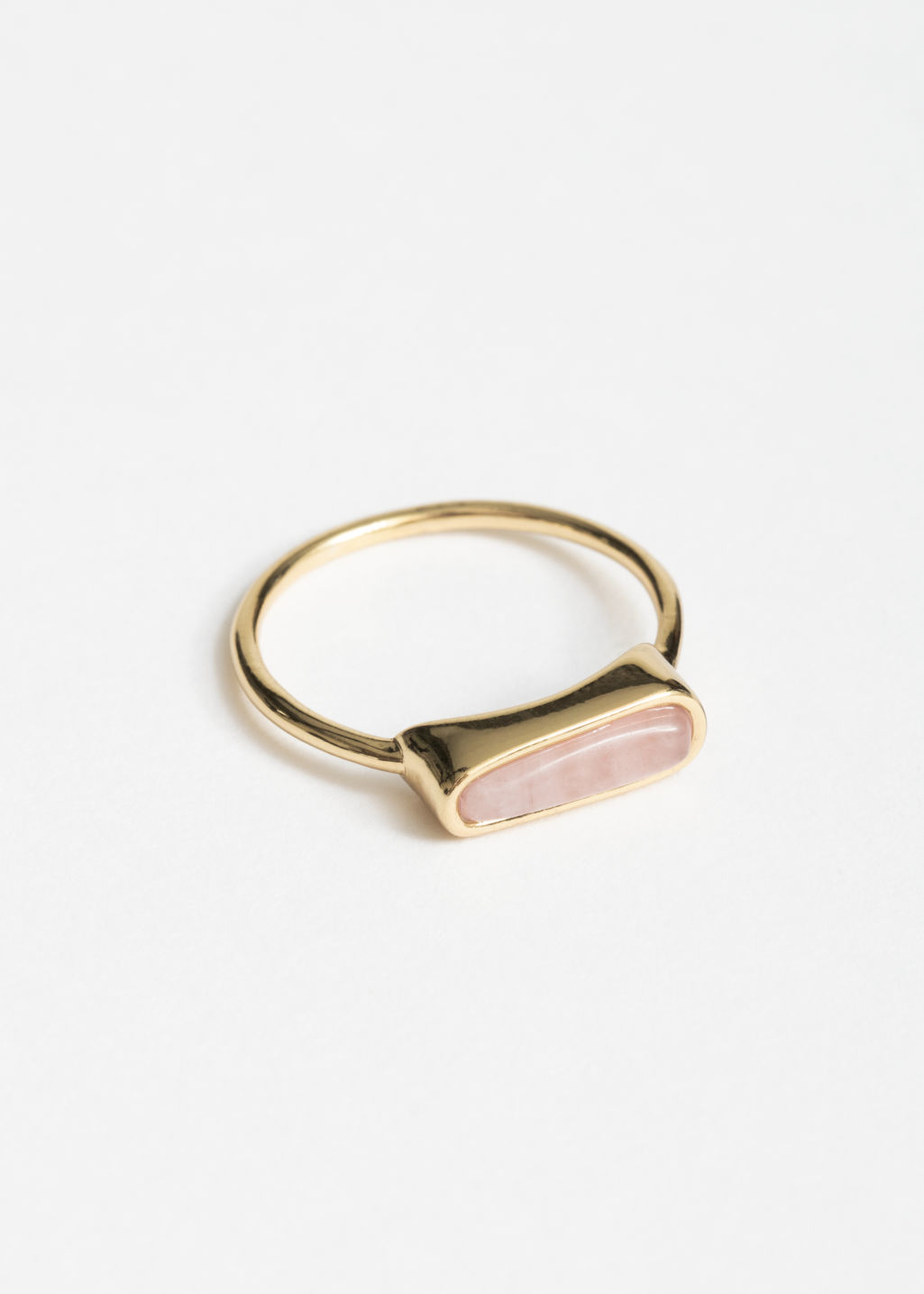 Front image of Stories quartz stone ring in pink