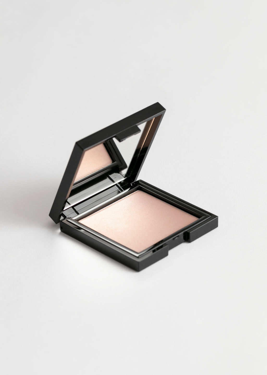 Front image of Stories luminising powder in beige