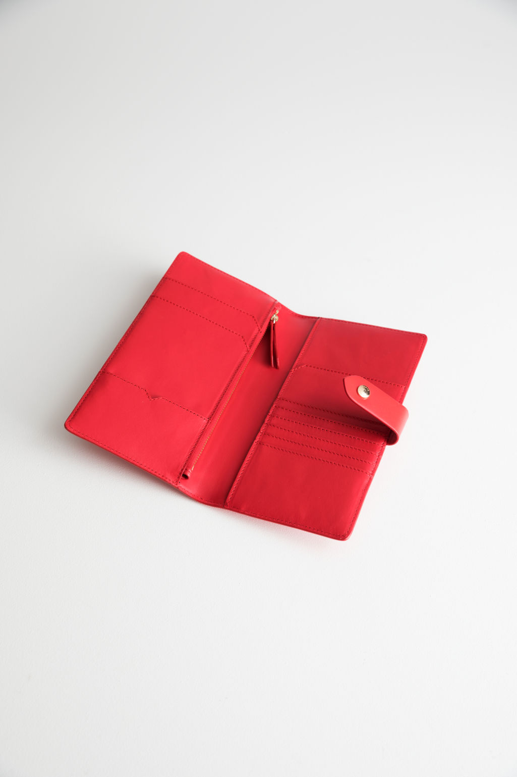 Back image of Stories leather travel wallet in red