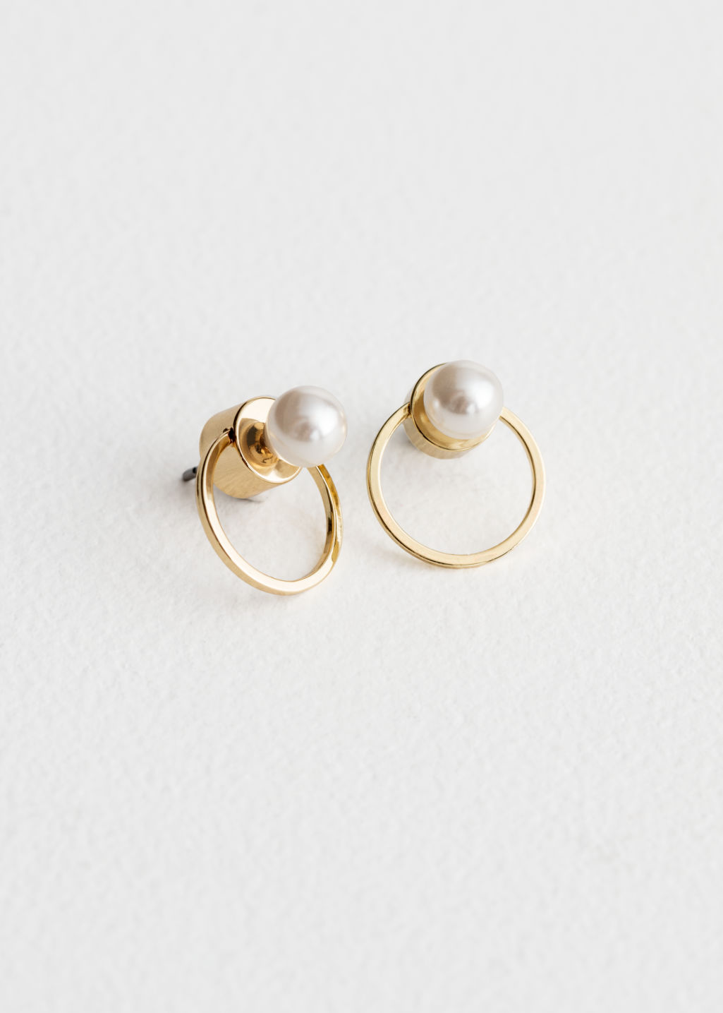 Front image of Stories o-ring pearl earrings in gold
