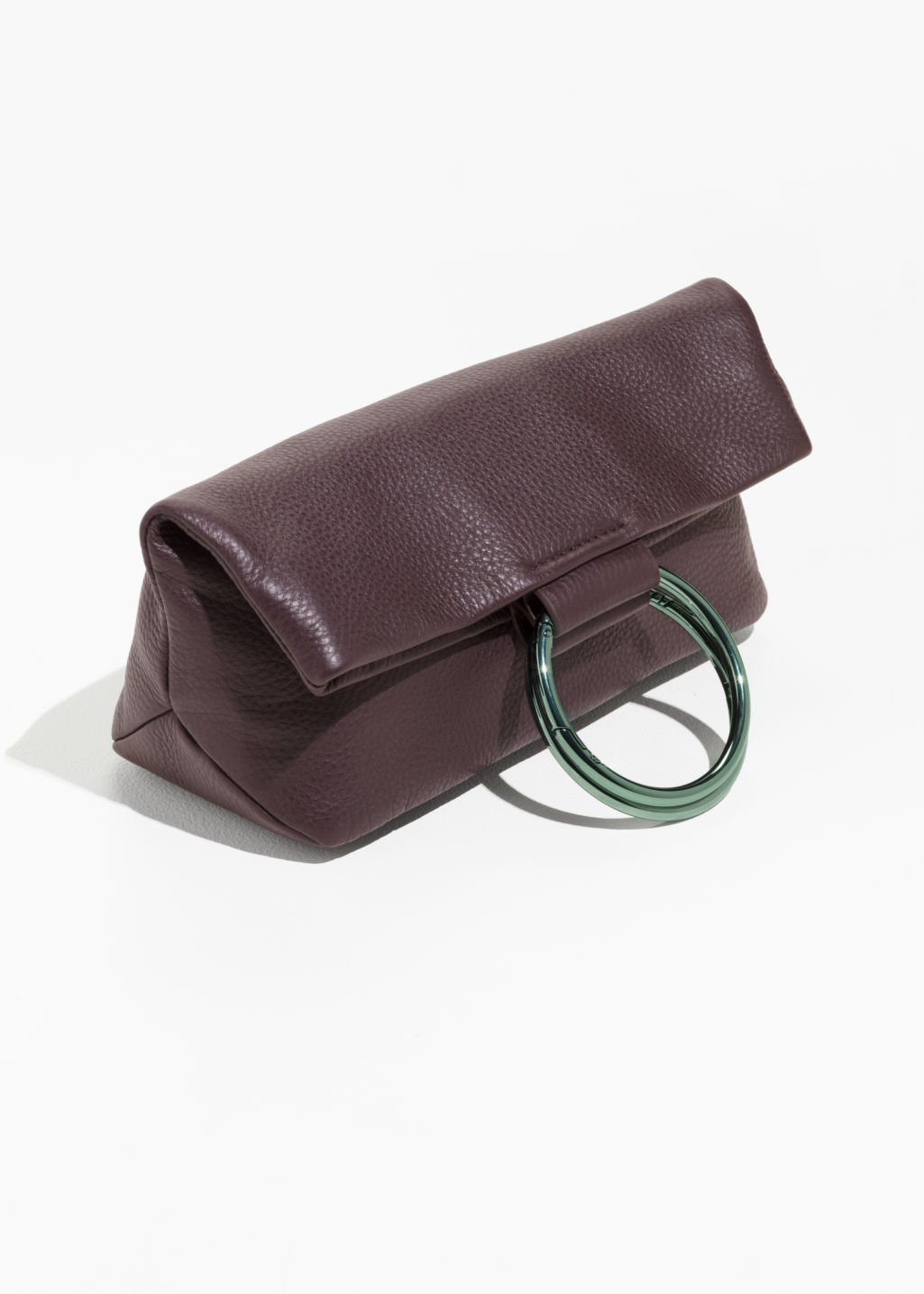 Back image of Stories ring fold-over clutch in red