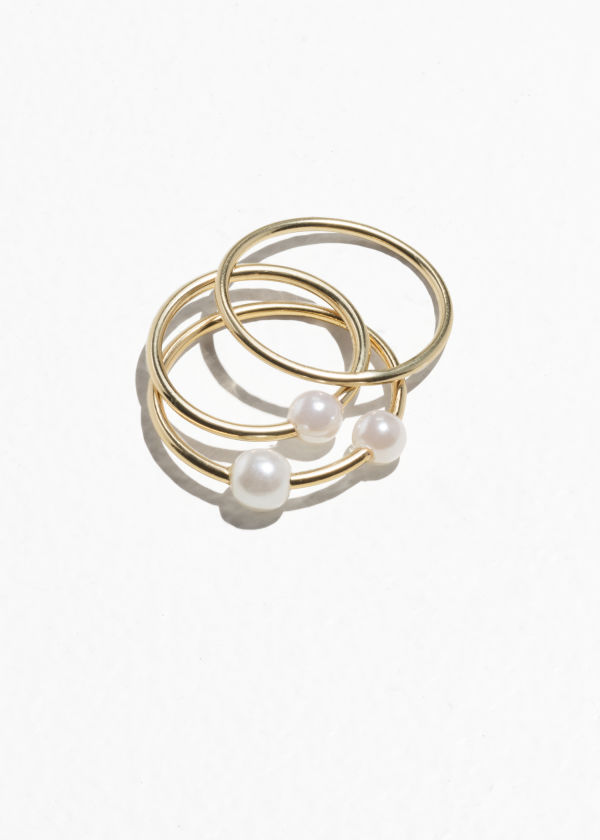 Front image of Stories trio pearl rings in gold