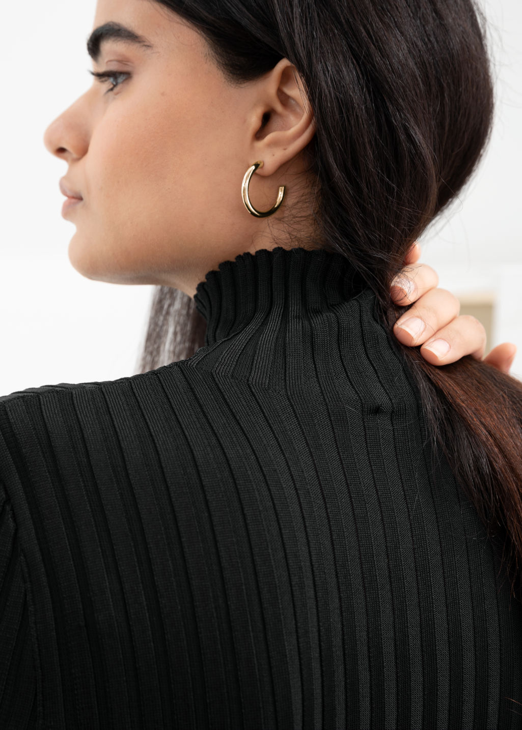 Back image of Stories thick hoop earrings in gold