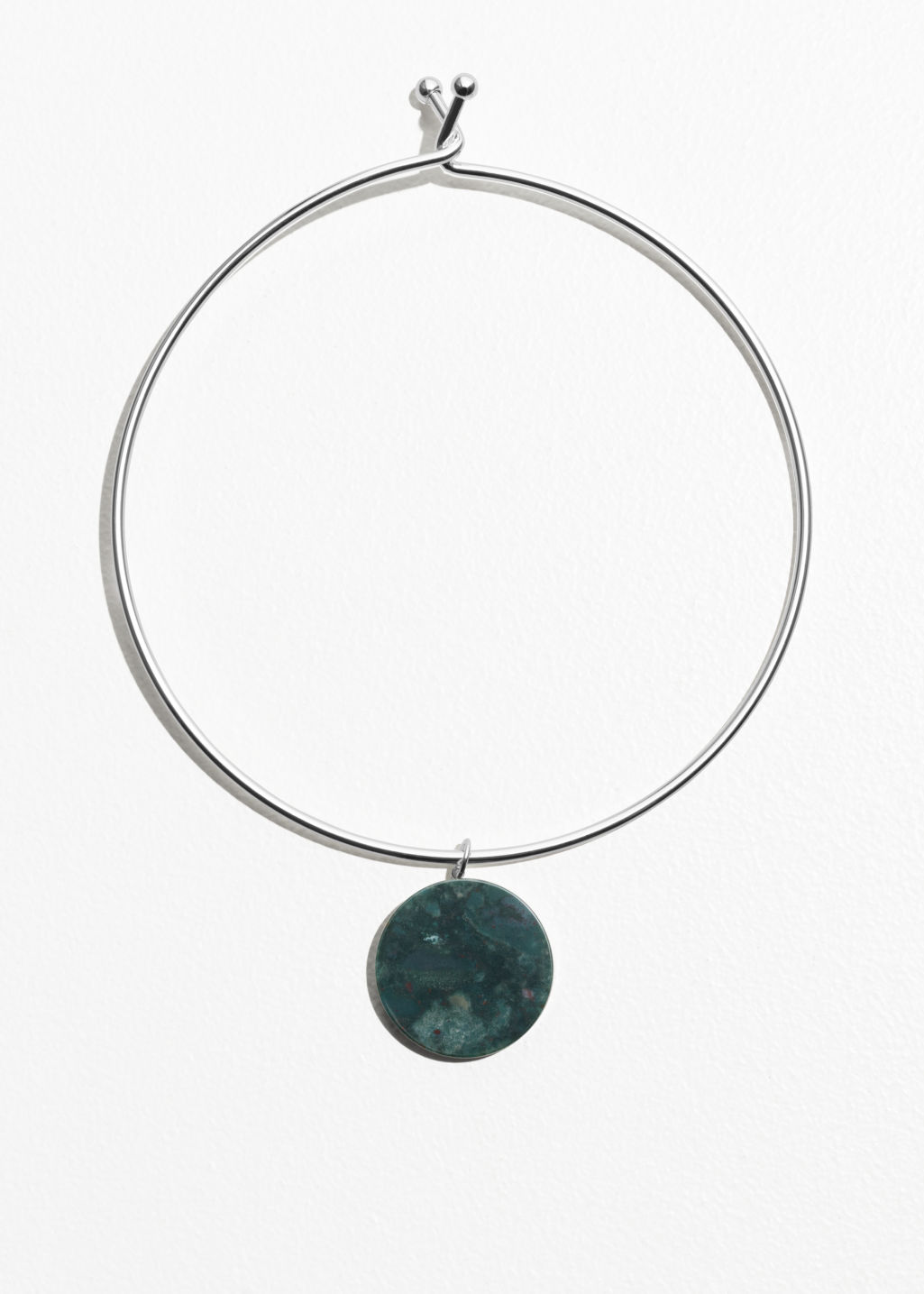 Front image of Stories self lock circle stone choker in green