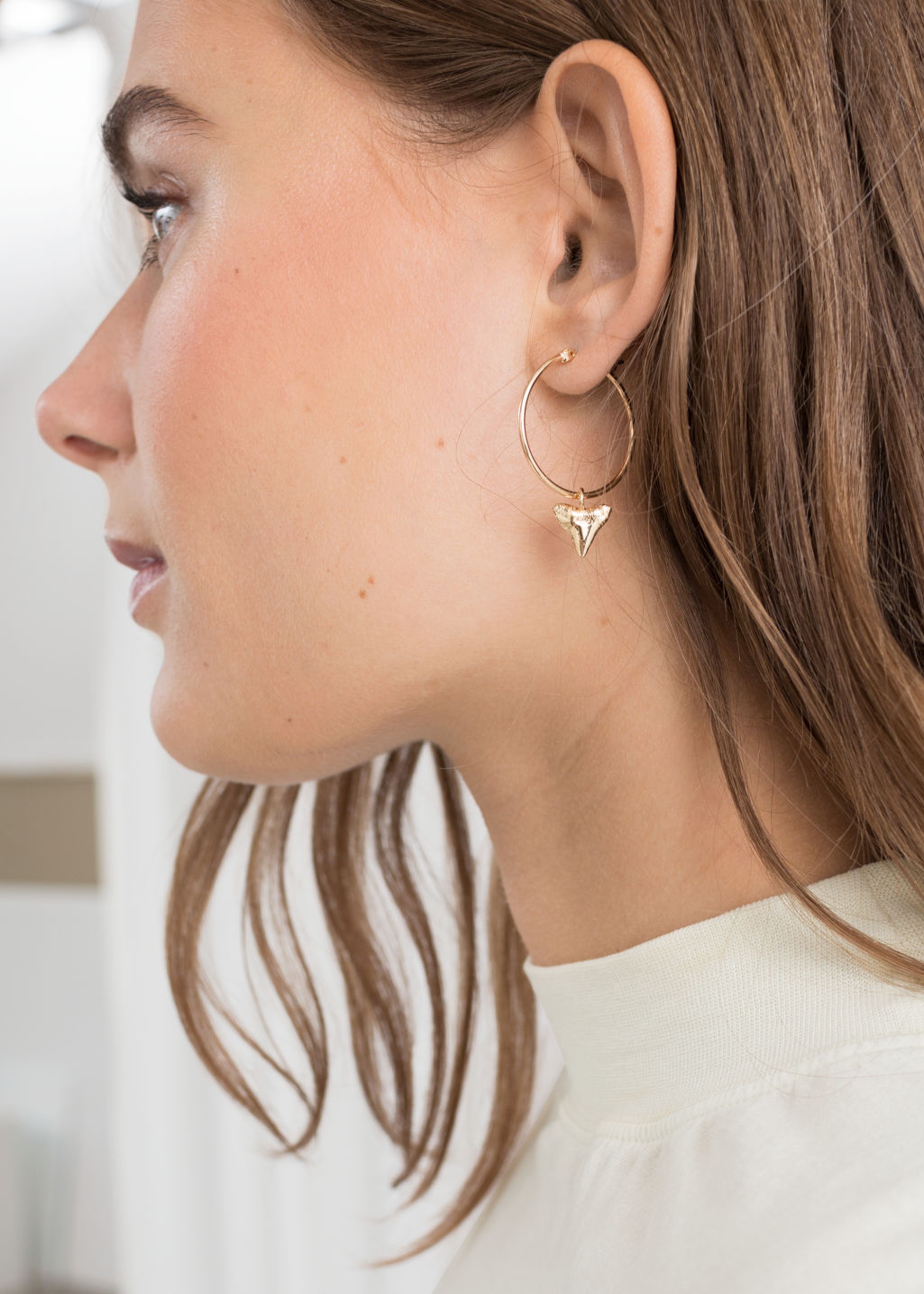 Back image of Stories shark tooth hoop earrings in gold