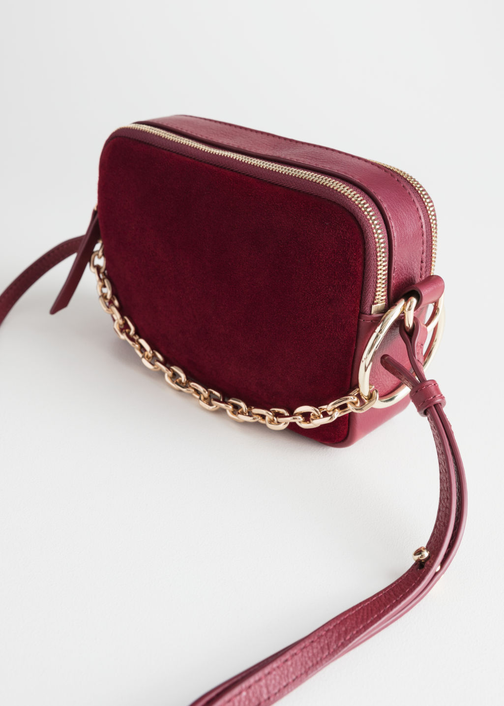 Back image of Stories o-ring chain crossbody bag in red