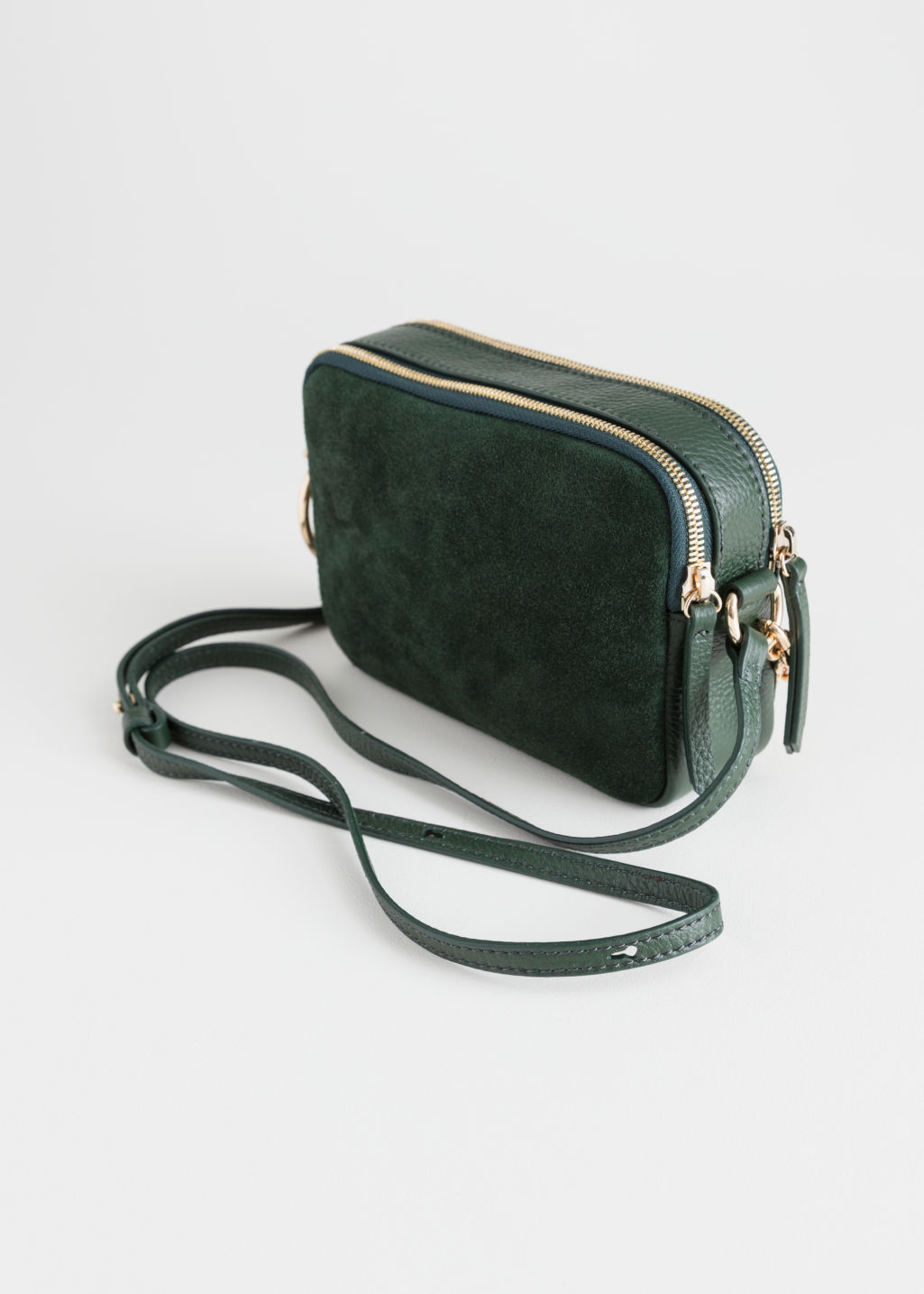 Back image of Stories o-ring chain crossbody bag in green