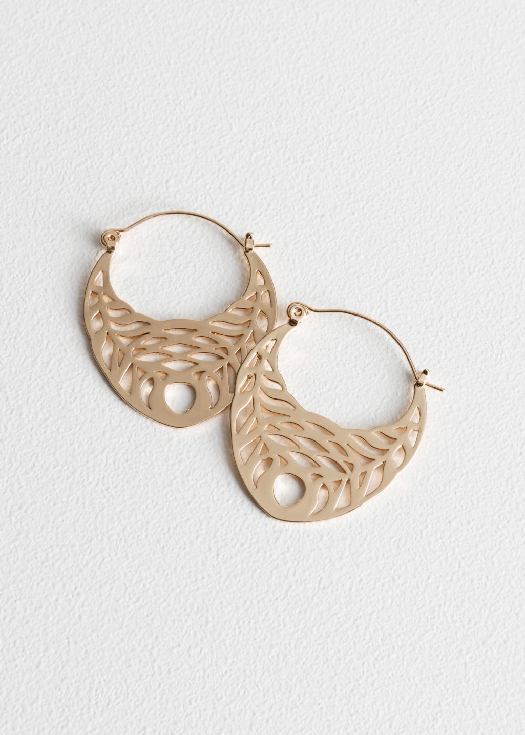 Front image of Stories cutout wreath hoops in gold