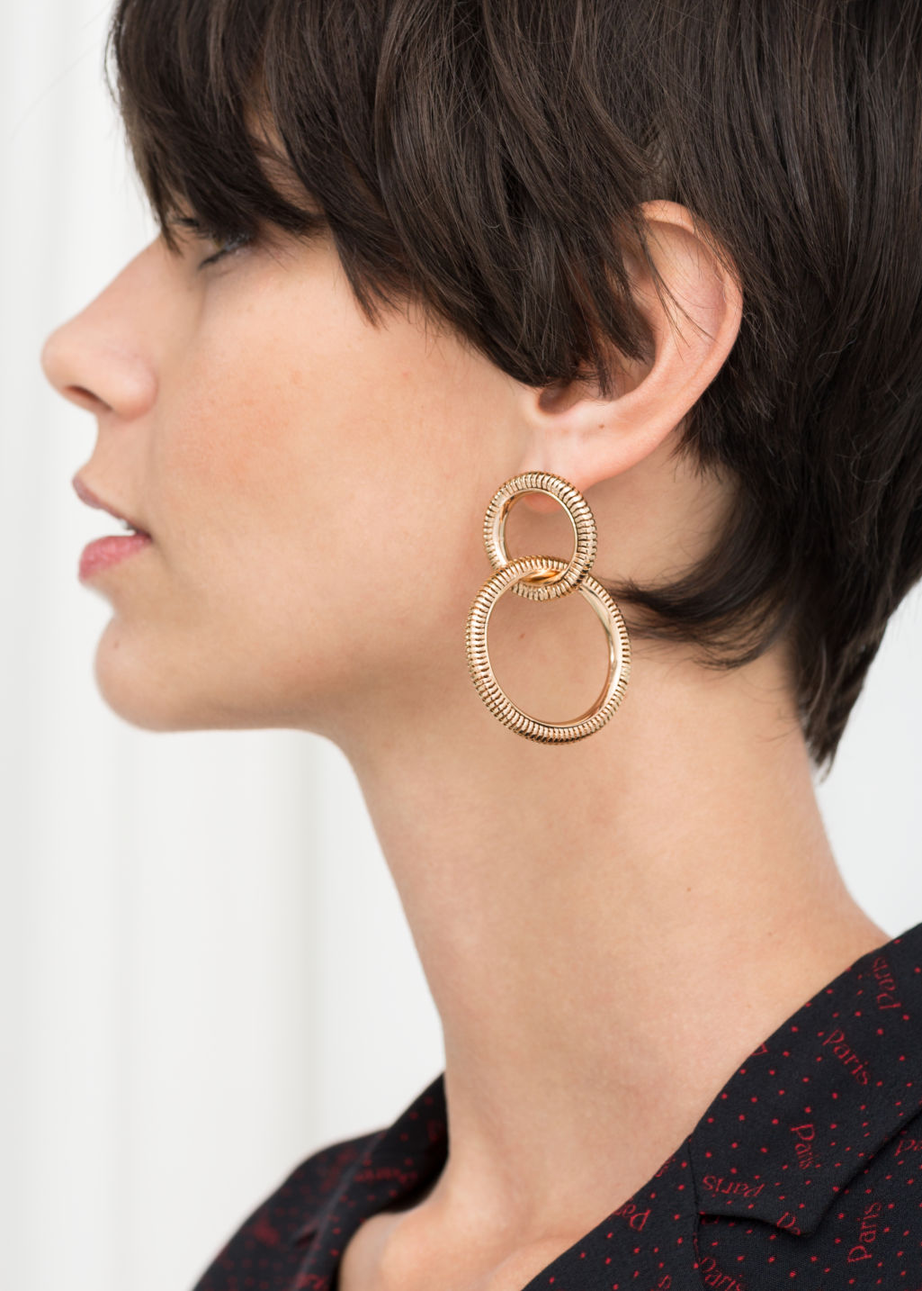 Back image of Stories snake chain hanging earrings in gold