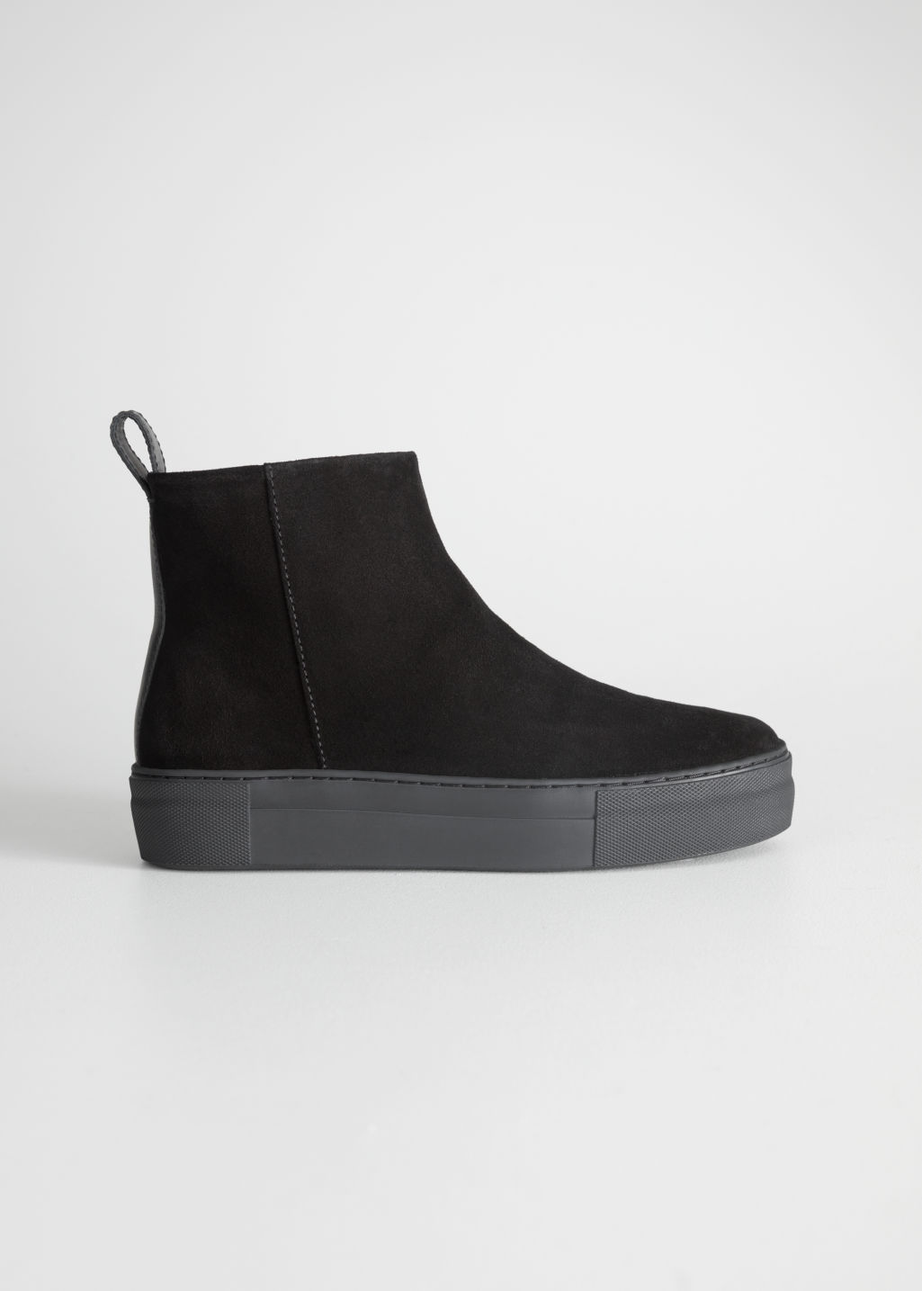 StillLife Front Image of Stories Suede Snow Boots in Black