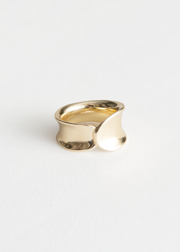 Front image of Stories curved overlap ring in gold