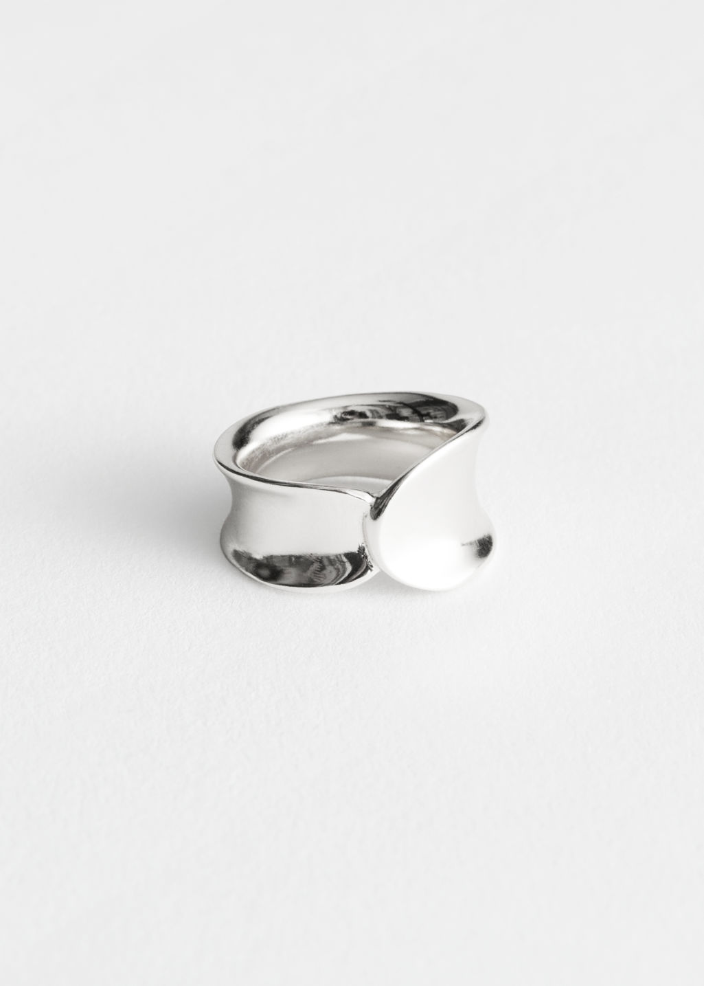 Front image of Stories curved overlap ring in silver