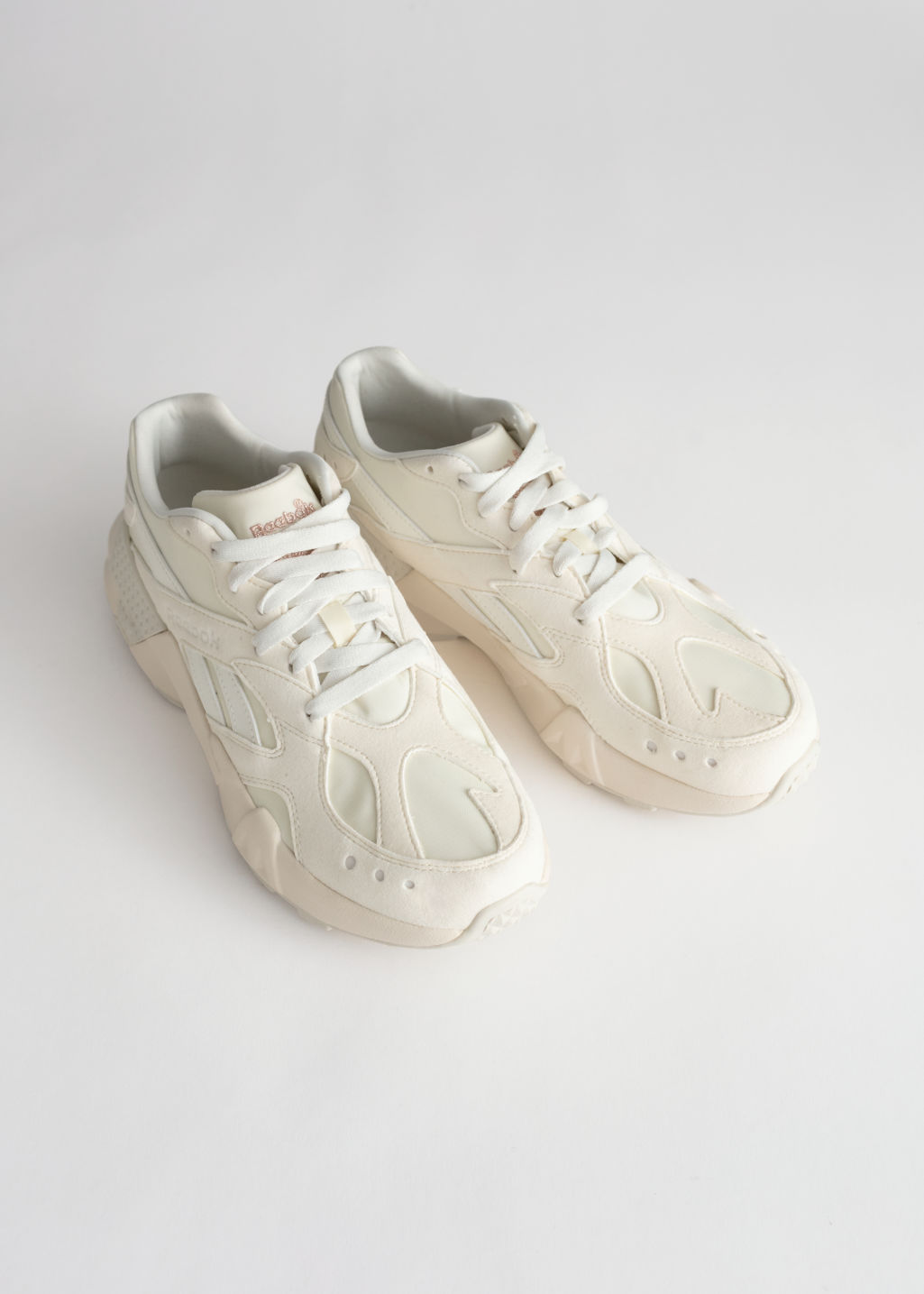 Back image of Stories reebok aztrek in white