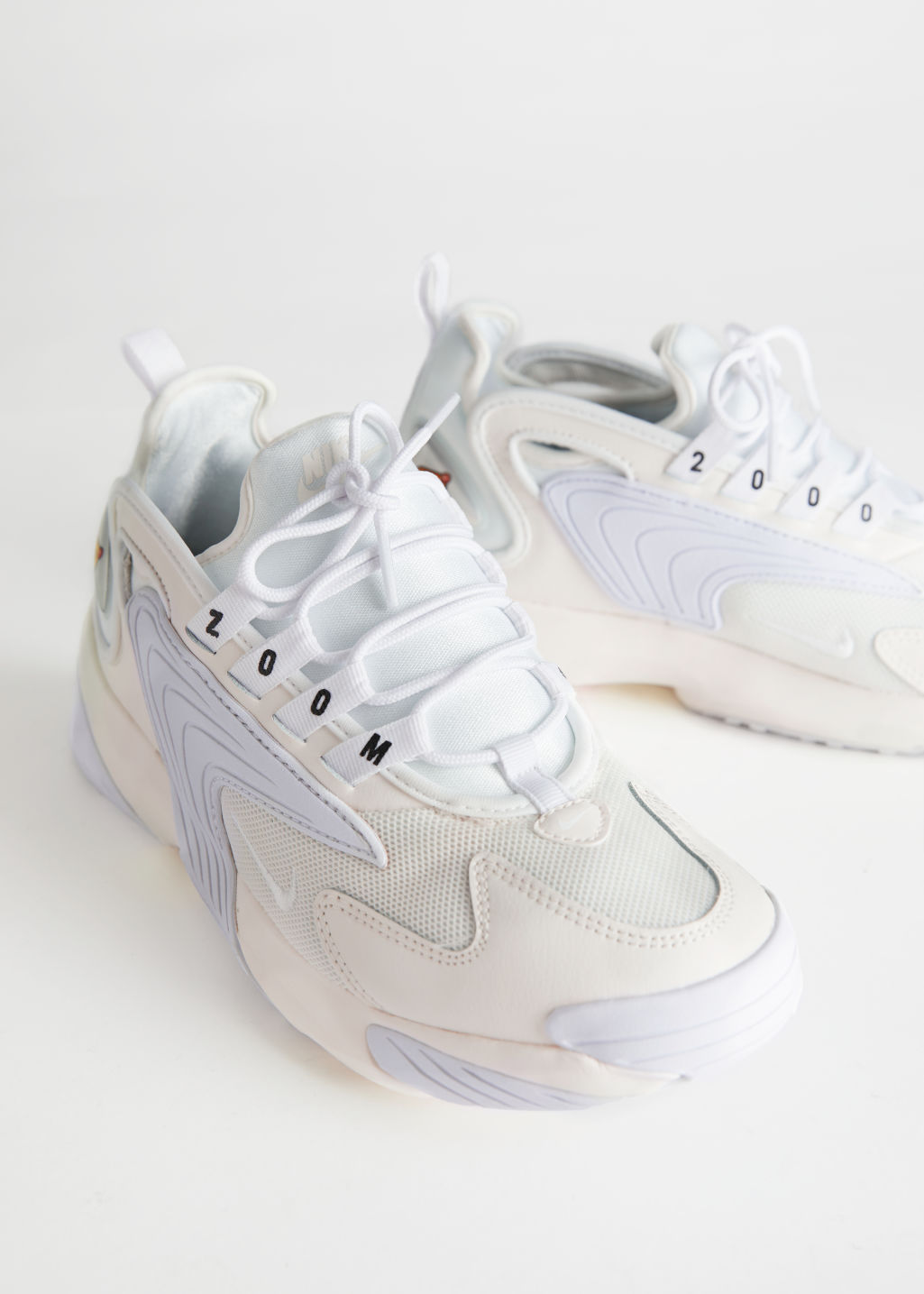 Front image of Stories nike zoom 2k in white