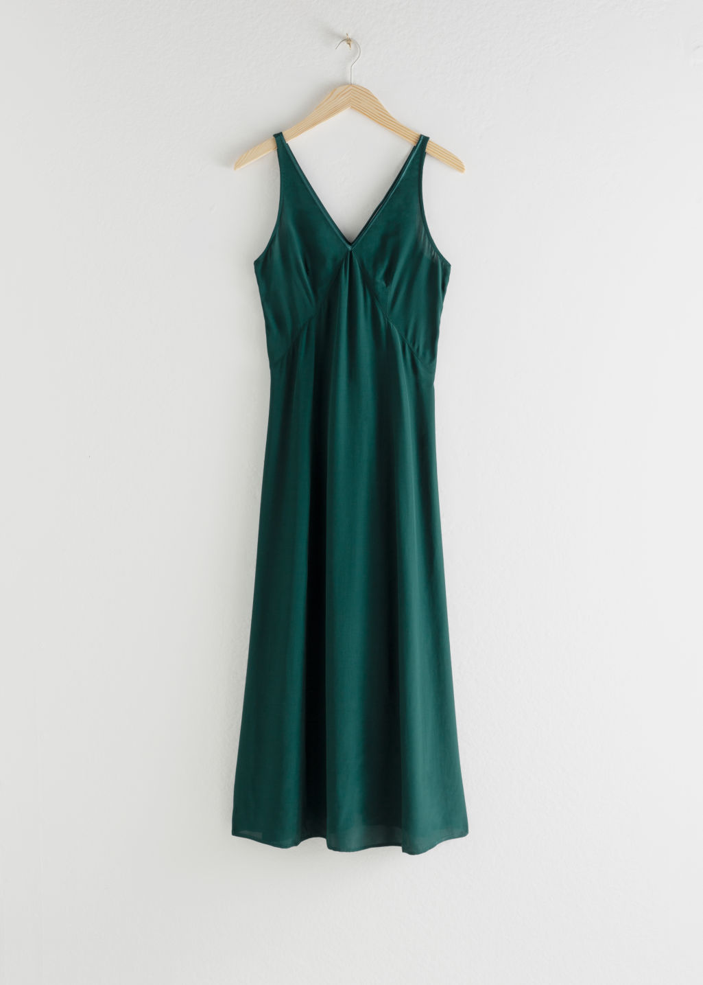 StillLife Front Image of Stories Flowy V-Neck Midi Dress in Green