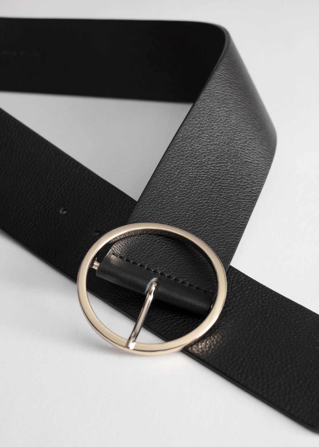 Back image of Stories circle buckle leather belt in black