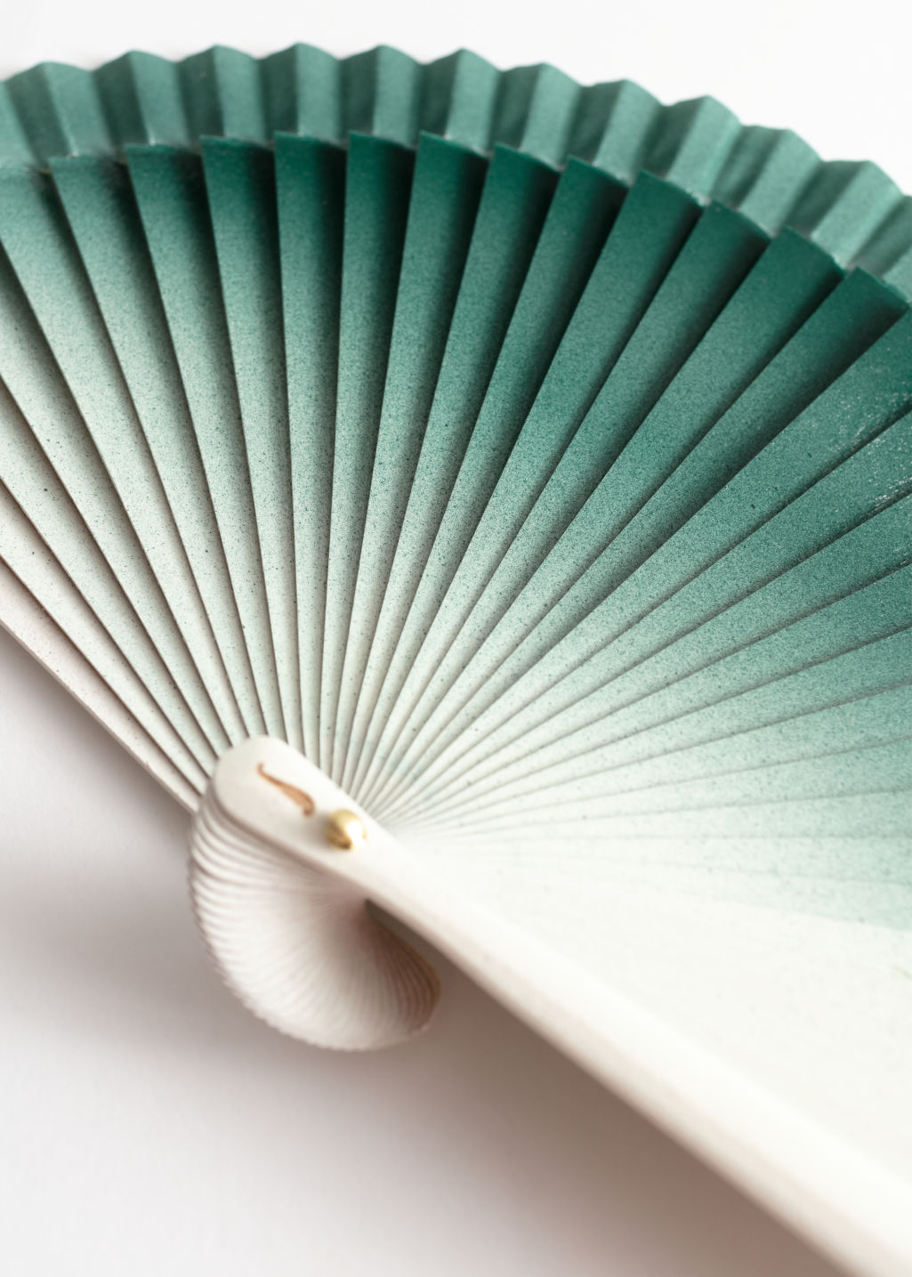 Back image of Stories wooden ombré fan in green