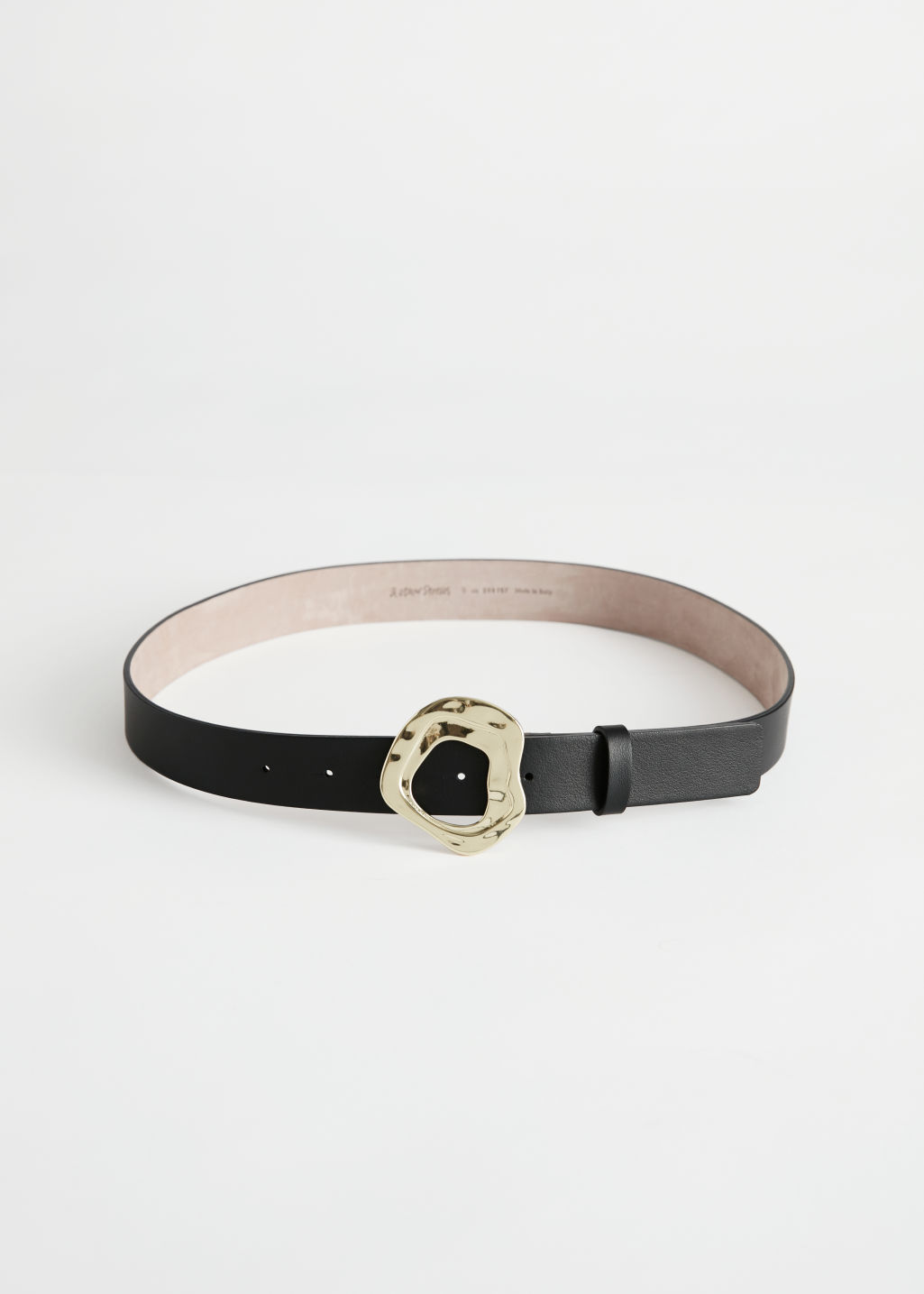 StillLife Front Image of Stories Wavy Buckle Leather Belt in Black