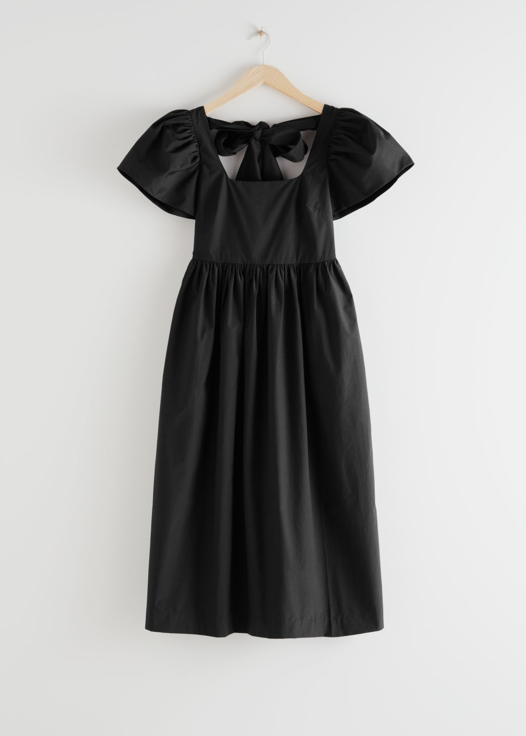StillLife Front Image of Stories High Waisted Voluminous Sleeve Midi Dress in Black