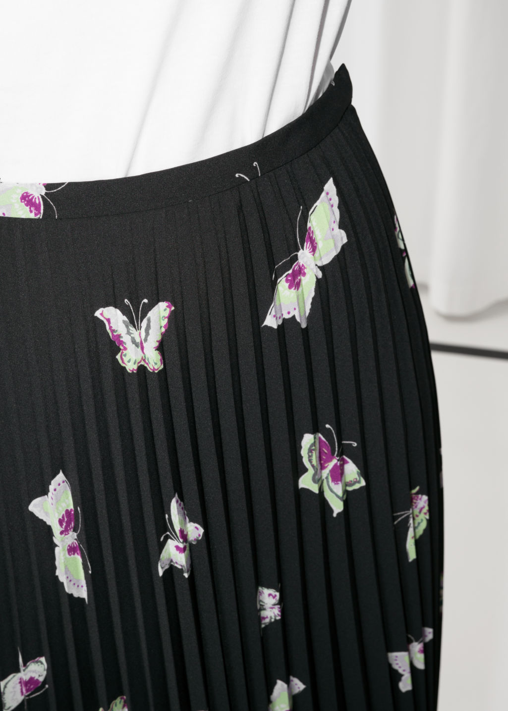 Detailed image of Stories pleated midi skirt in black