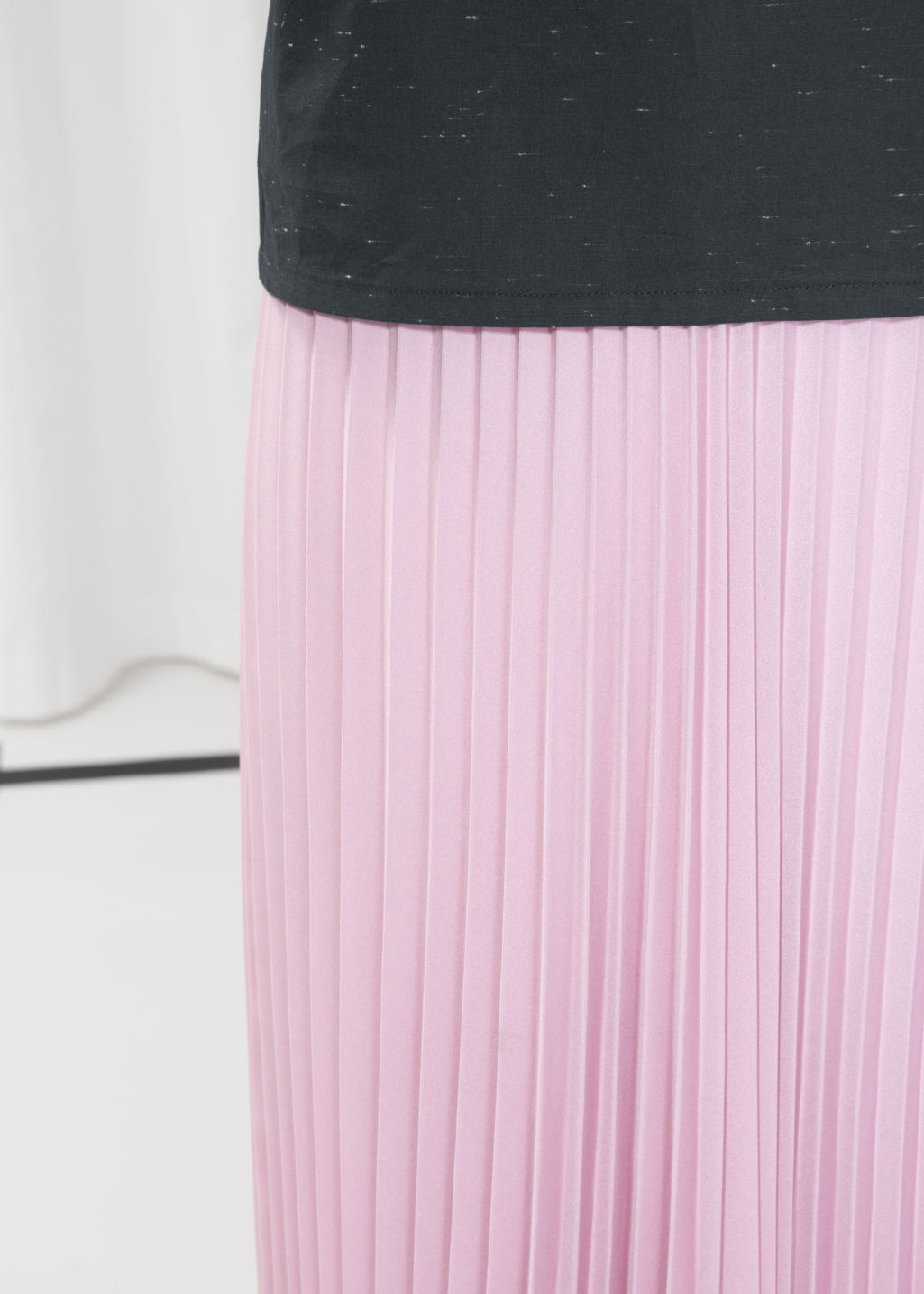 Detailed image of Stories pleated midi skirt in pink