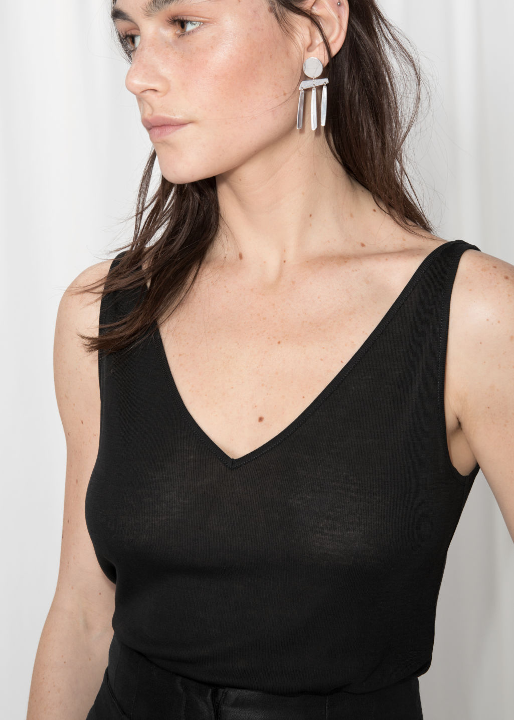 Detailed image of Stories ribbed v-neck top in black