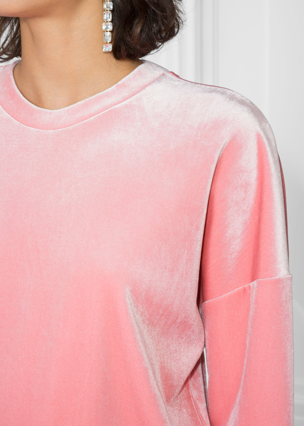 Detailed image of Stories velvet sweatshirt in pink