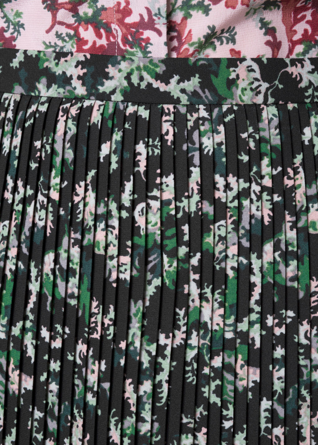 Detailed image of Stories pleats panel skirt in green