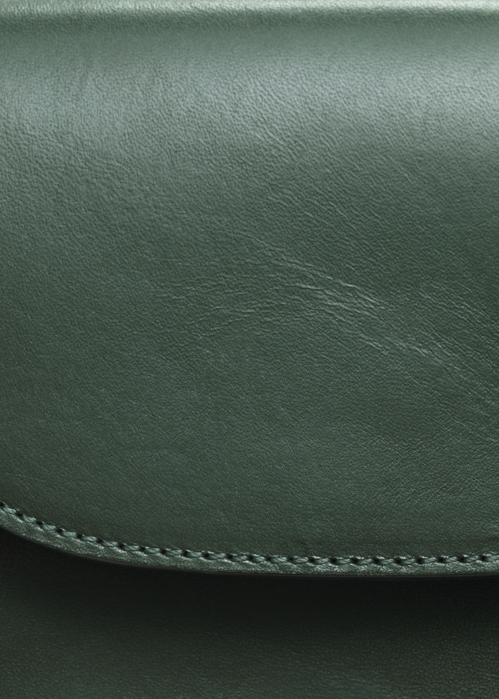 Detailed image of Stories golden chain flap bag in green