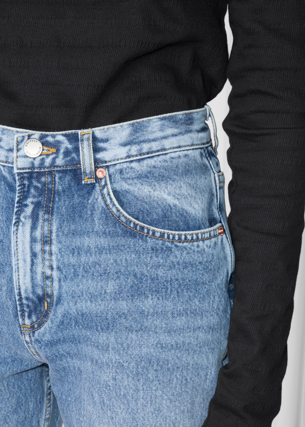Detailed image of Stories mom denim  in blue