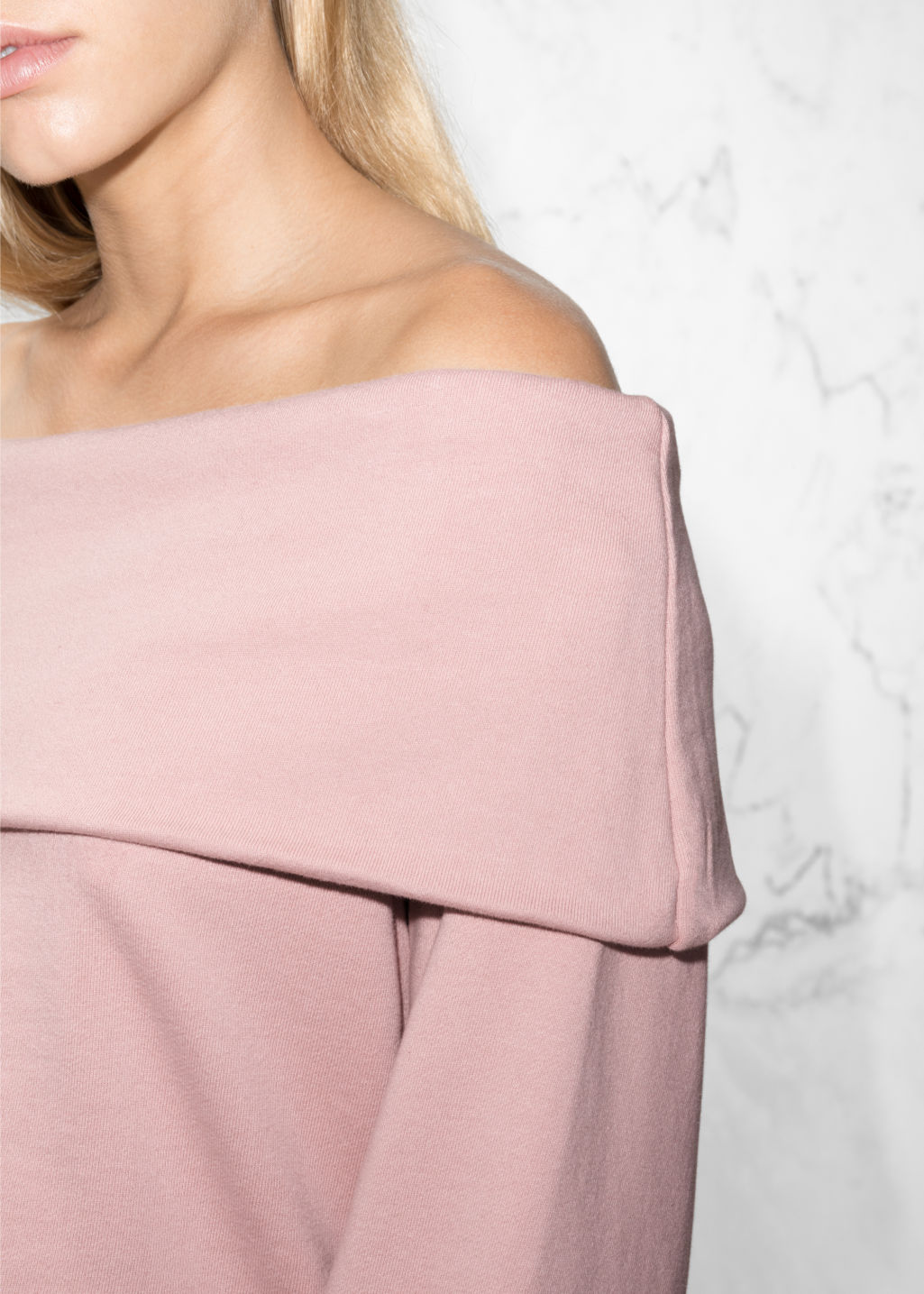Detailed image of Stories off-the-shouldertop in pink